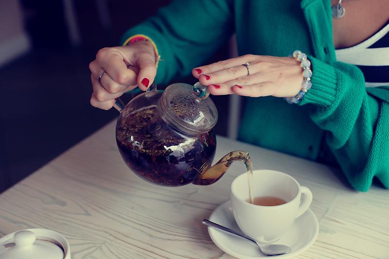Как грамотно пить чай при проблемах с давлением?
