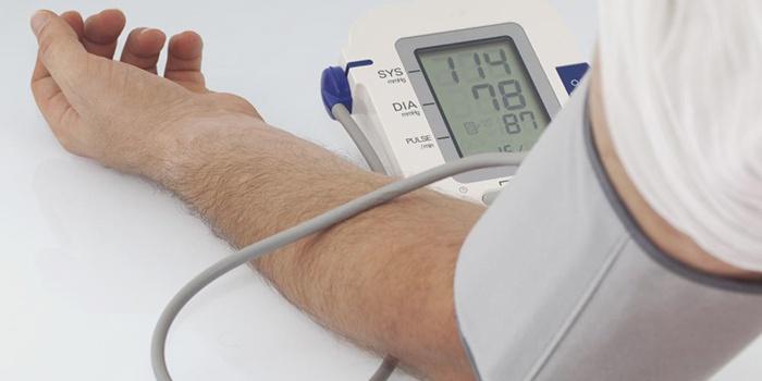 Контролировать уровень артериального давления
